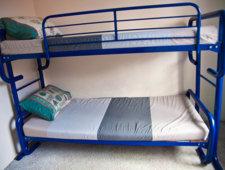 Metalowe łóżko piętrowe