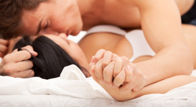 http-www-shutterstock-com-pl-pic-155353745-stock-photo-sexy-young-couple-kissing-and-playing-in-bed-html-src-dnuvjal-t2a9tthmkaujkg-2-59_fc0c.jpg