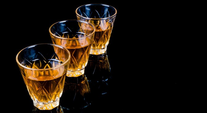 http-pixabay-com-en-bar-liquor-barman-pouring-close-up-316626_4686.jpg