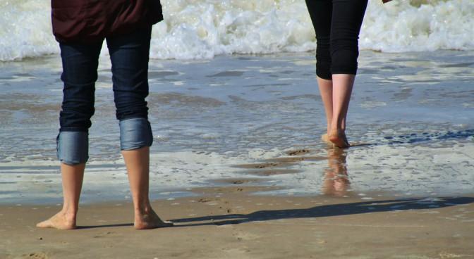 http-pixabay-com-en-legs-feet-lower-body-fig-beach-326550_7edd.jpg