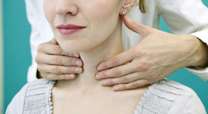 http-www-shutterstock-com-pl-pic-174193241-stock-photo-thyroid-palpation-woman-html-src-sldvjrkpkrcvpsxsp3j5ha-1-5_4aae.jpg
