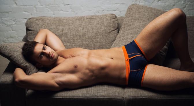 http-www-shutterstock-com-pl-pic-157839926-stock-photo-naked-male-model-lying-on-sofa-on-white-wall-background-html-src-e-rfttrvbir5le2kdnr1lq-1-67_01d1.jpg
