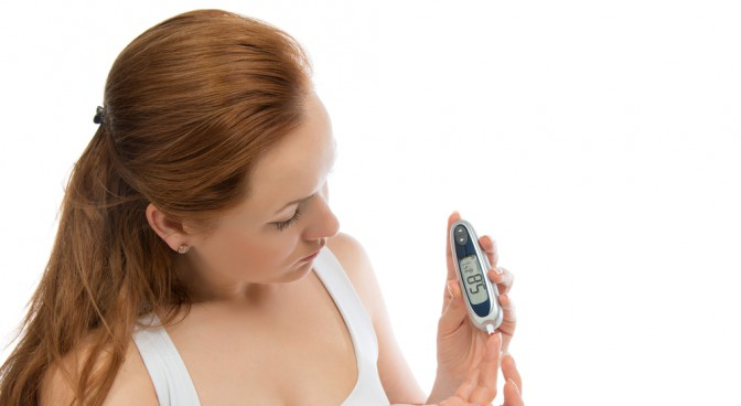 http-www-shutterstock-com-pl-pic-160852637-stock-photo-diabetes-patient-woman-measuring-glucose-level-blood-test-with-glucometer-on-a-white-background-html-src-ozhxgymars2rkovmv9wdpa-1-34_774f.jpg