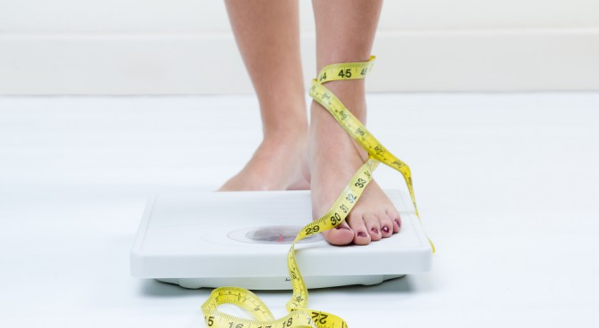 http-www-shutterstock-com-pl-pic-165759008-stock-photo-a-picture-of-female-feet-standing-on-a-bathroom-scales-and-a-tape-measure-html-src-1hy96bsbrhkgovrdqqfyna-1-42_a2ac.jpg