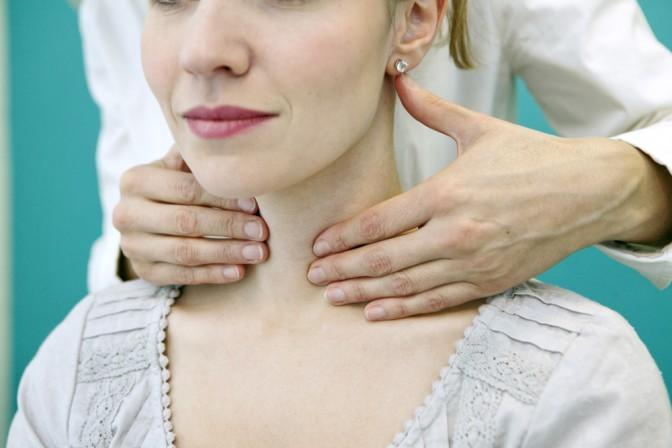 http-www-shutterstock-com-pl-pic-174193241-stock-photo-thyroid-palpation-woman-html-src-gbjxwn58ti5uy3yi9ws8og-1-3_90b5.jpg