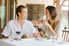 Rzeczy, które różnią zdrowo odżywiających się ludzi w restauracjach od ciebie