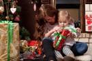 Świąteczny prezent dla malucha - jak wybrać najlepszy podarunek?